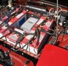 20716756-cerca-de-la-batería-en-el-plug-in-de-coche-híbrido